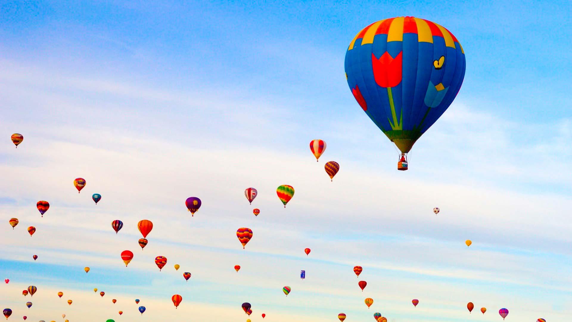 картинки с воздушными шарами в небе очень просто