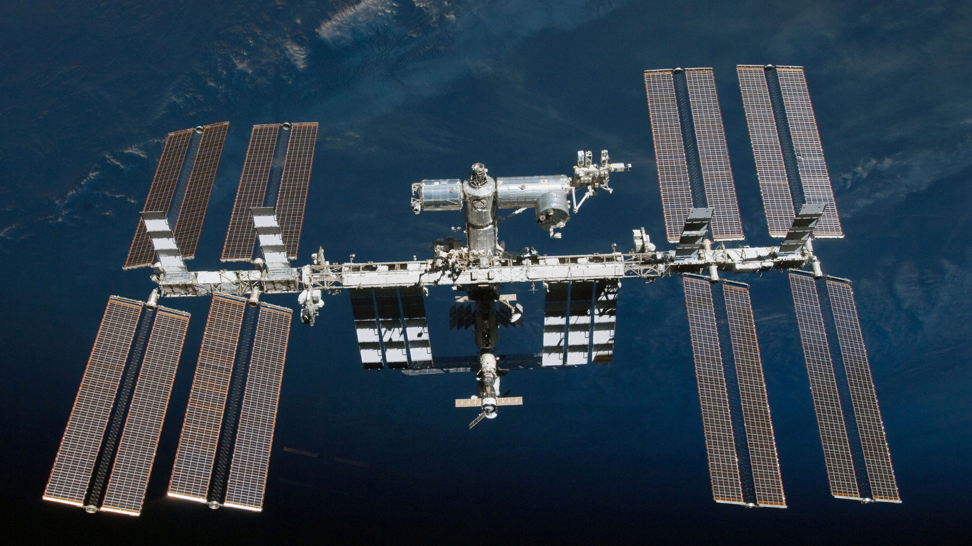 фото россии из орбитальной станции оснащена мощным световым